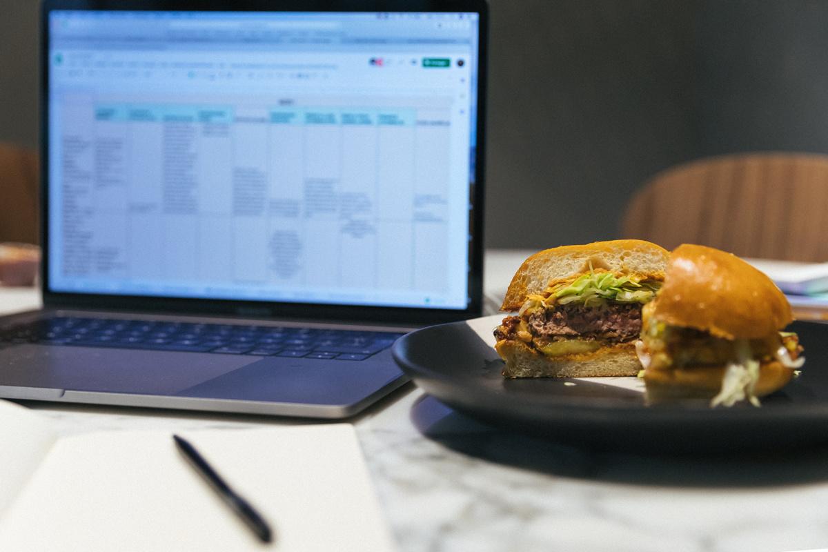 Pourquoi ne faut-il pas déjeuner à son bureau ?