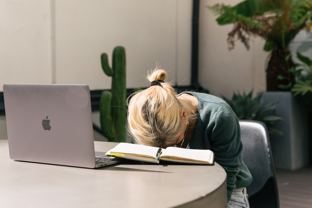 Charge mentale au travail : attention à la surchauffe