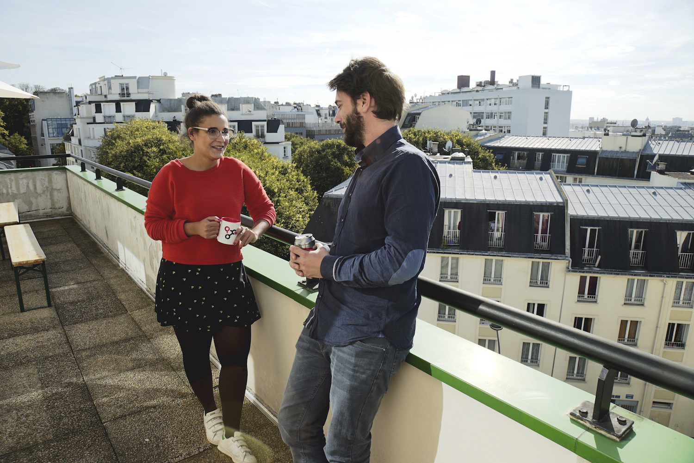 Comment networker pour trouver un stage en finance ? by AlumnEye