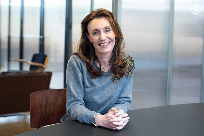 Rencontrez Estelle, Avocate Tax - Public Equity