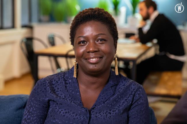Rencontrez Estelle, Consultante RH - Ideuzo