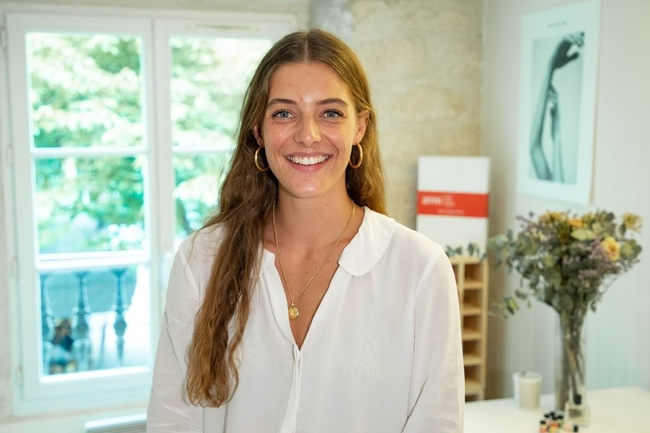 Rencontrez Maëlle, Chef de projet marketing junior - Bon Parfumeur