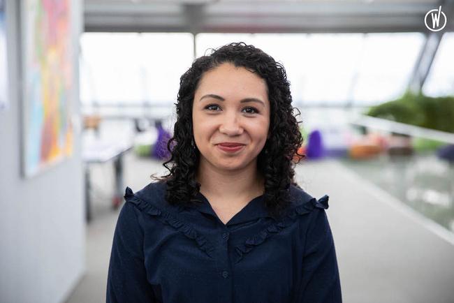 Rencontrez Andréa, Spécialiste communication & médias internes - Roche France