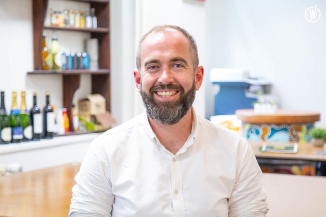 Rencontrez James, Directeur des Opérations - Groupe Café Oz