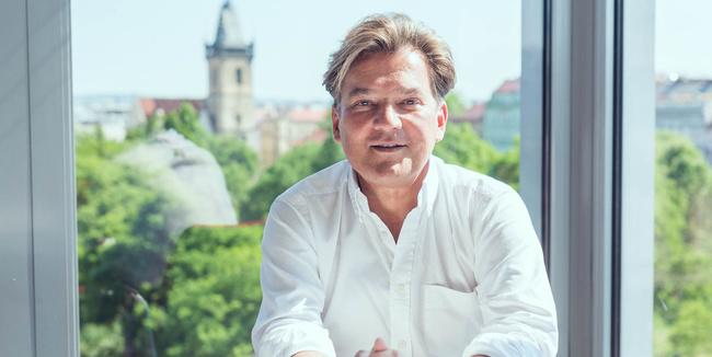 Árpád Könye, Managing Director
