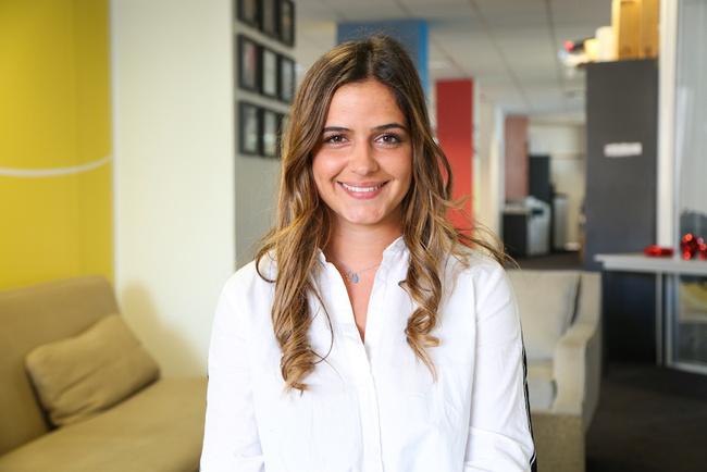 Rencontrez Julia, Chef de Projet Merchandising et Marketing
