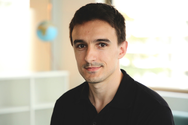 Rencontrez  Adrien, Data analyst, DDS – Médiaplanning et Cross Media
