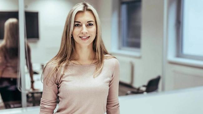 Veronika Hypšová, Associate Director