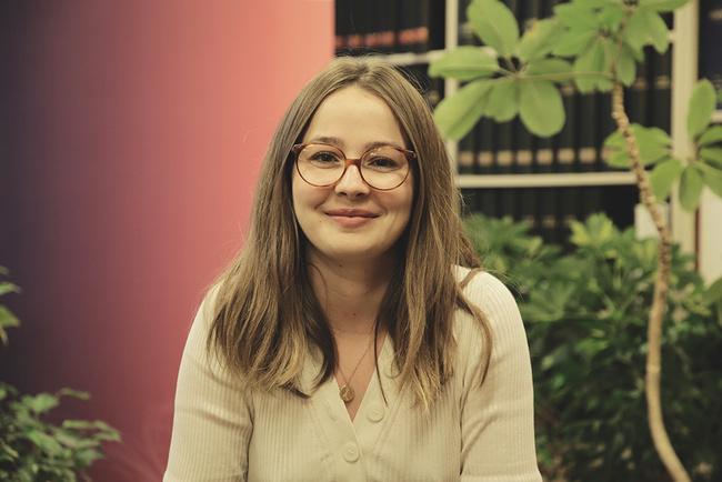 Rencontrez Hélène, Chargée de mission à l'Unité Analyse économique et intelligence