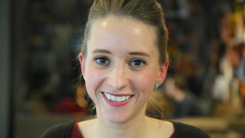 Rencontrez  Hélène, Chef de Projet Digital (Crédit Agricole SA)
