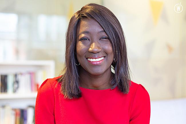 Rencontrez Evelyne, Manager BI (Business Intelligence) - iQera