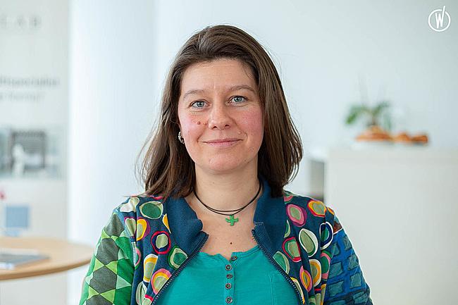 Rencontrez Emilie, Chargée de mission Sécurité Environnement / Coordinateur Formation interne - Groupe Synerlab