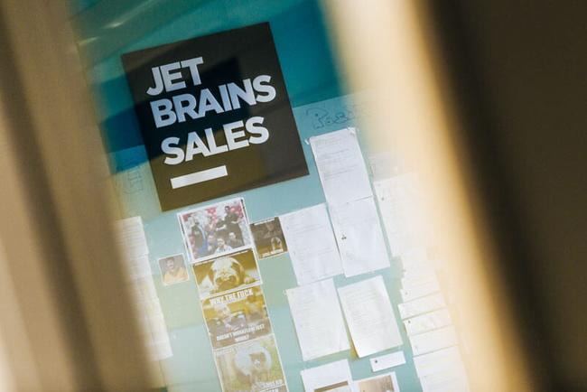 Projekt napříč společností - JetBrains
