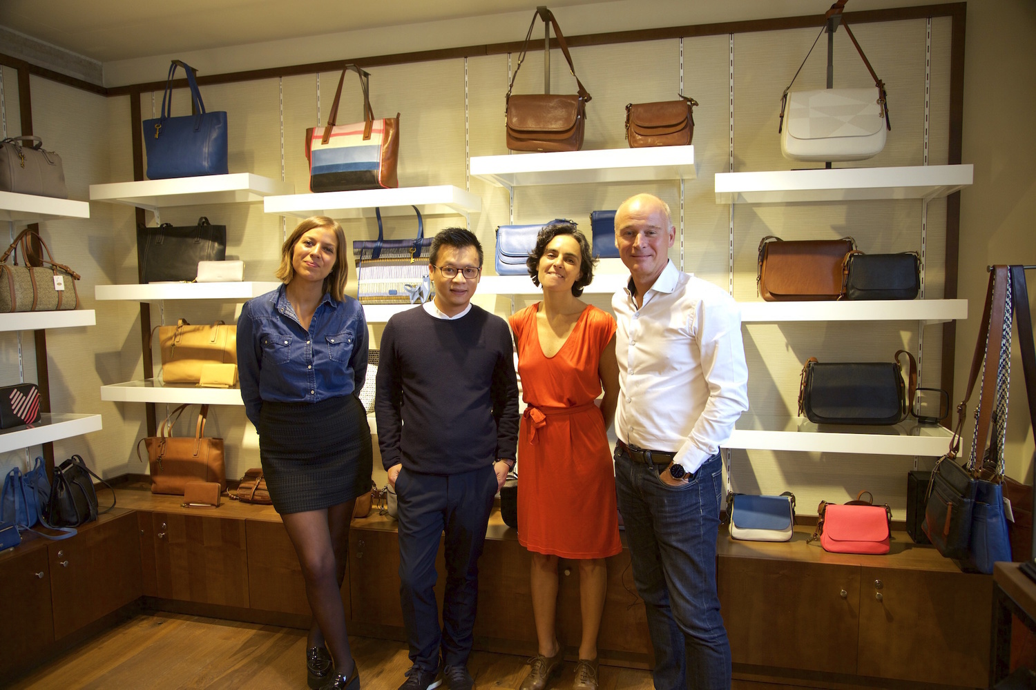 Groupe fossil equipe - Magasin fossil paris ...